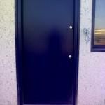 Entrada a vivienda lacada en negro