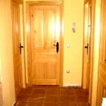Puertas plafonadas de madera 13