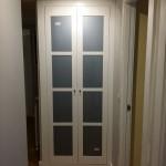 armario batiente 2 puertas lacado en blanco con cristal lacobel gris