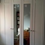 armario batientes lacado con puertas centrales en espejo