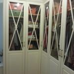 armario rincon batientes lacado envejecido con aspas y cristal transparente