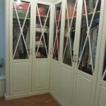 armario rincon lacado envejecido con aspas y cristal transparente