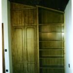 batiente bajo escalera + estanteria