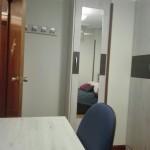 habitacion juvenil en melamina con mesa