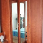armario rincón cerezo con espejo