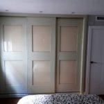 armario corredero lacado blanco roto cristal lacobel beig