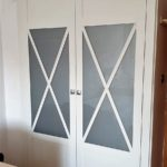 armario batiente lacado con aspas y cristal